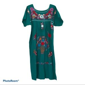 Beautiful Embroidered Mexican Dress Size XL
